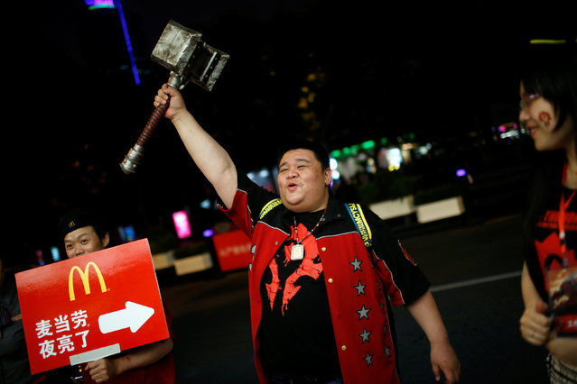 """A fan poses during China's premiere of the film """"Warcraft"""" at a theatre in Shanghai, China June 7, 2016. (Photo by Aly Song/Reuters)"""