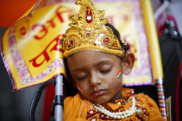A child falls sleep while people take part in the 35th India Day Parade in New York August 16, 2015. (Photo by Eduardo Munoz/Reuters)