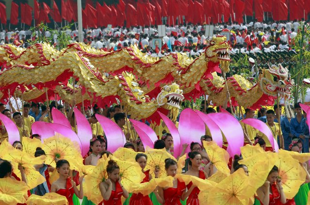 Performers take part in a dragon dance during a parade marking their 70th National Day at Ba Dinh square in Hanoi, Vietnam September 2, 2015. (Photo by Reuters/Kham)