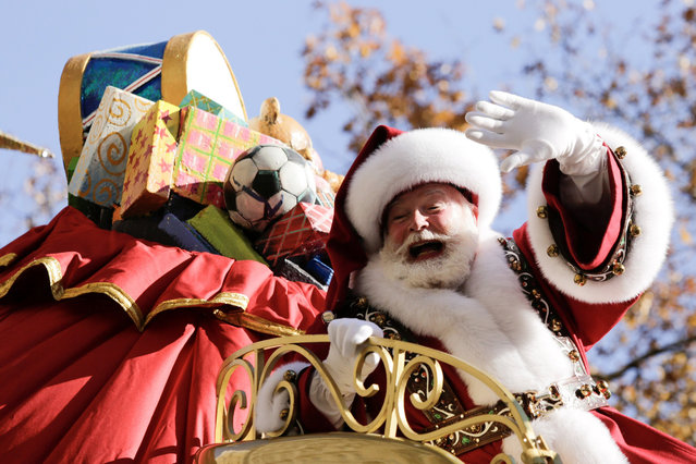 Santa Claus makes his way down Central Park West during the 91st is Macy's Thanksgiving Day Parade in the Manhattan borough of New York City, New York, U.S., November 23, 2017. (Photo by Eduardo Munoz/Reuters)