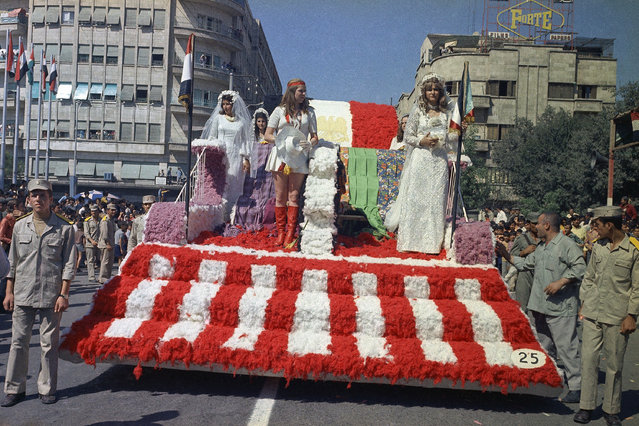 One of the floats taking part in the 18th Cotton Festival parade in Aleppo, Syria on September 22, 1973. (Photo by AP Photo/Azad)