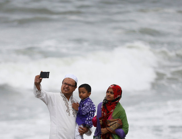 A Muslim family takes a selfie picture in front of the sea after the morning prayer to celebrate Eid al-Adha in Colombo, Sri Lanka September 12, 2016. (Photo by Dinuka Liyanawatte/Reuters)