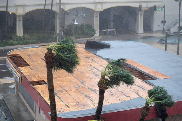 Part of the roof of a business peels away as the eye of Hurricane Matthew passes Daytona Beach, Florida, U.S. October 7, 2016. (Photo by Phelan Ebenhack/Reuters)