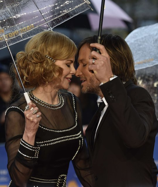 "Australian actress Nicole Kidman (L) and her husband, musician Keith Urban embrace as they arrive for the world film premiere of ""Paddington"" at Leicester Square in central London, November 23, 2014. (Photo by Toby Melville/Reuters)"