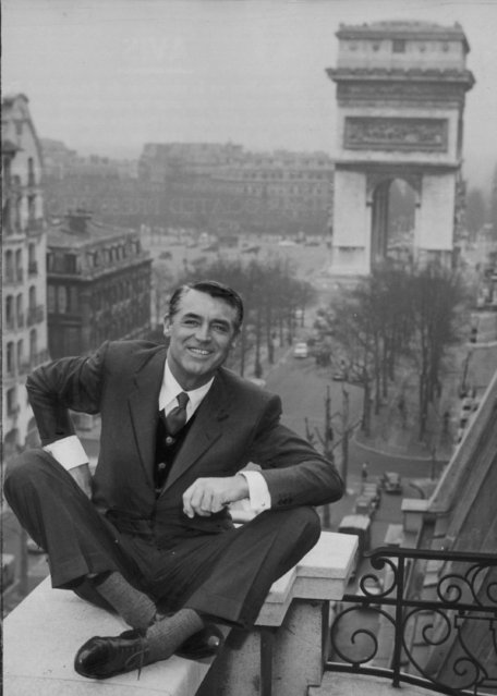 Actor Gary Grant gives a press conference at the Raphael Hotel, in Paris, on March 29, 1956. (Photo by H. Babout/AP Photo)