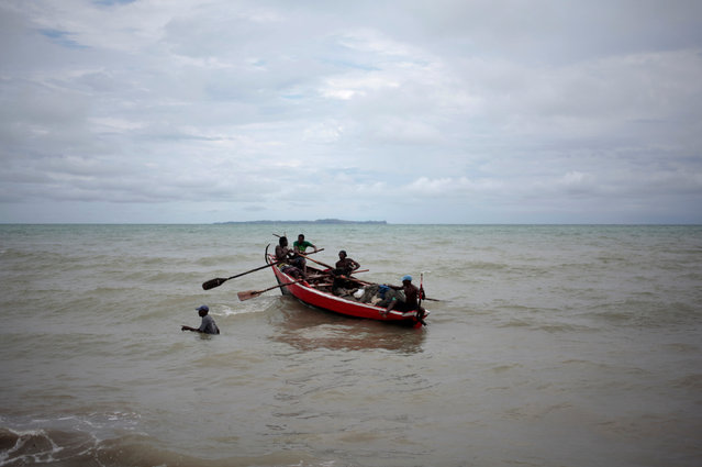 A boat sails next to the coast after Hurricane Matthew in Les Cayes, Haiti, October 20, 2016. (Photo by Andres Martinez Casares/Reuters)