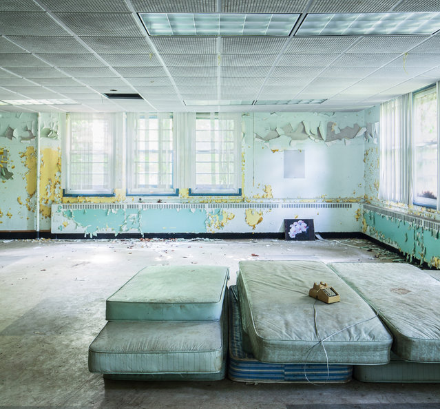 A spooky sight to behold! This is what a psychiatric hospital that has been abandoned for years looks like. Complete with bowling alley and a theater, the hospital shows just how much nature has weathered it over time as paint peels from the walls and the mattress gather dust. Here: Mattresses pile up in a dayroom. (Photo by Will Ellis/Caters News)