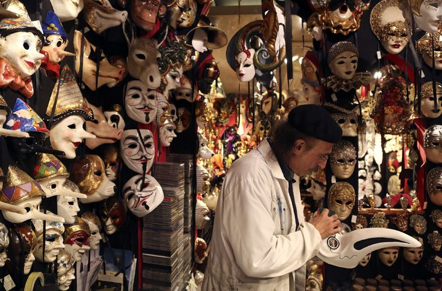 "Iranian mask artisan Hamid works on a carnival mask in his shop ""Ca' del Sol"" near St. Mark's square during the first day of carnival in Venice February 1, 2015. (Photo by Stefano Rellandini/Reuters)"