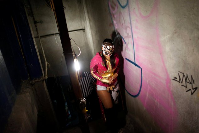 The wrestler known as Lady Maravilla is seen backstage before an extreme wrestling fight at the Arena Neza on the outskirts of Mexico City, Mexico, October 28, 2016. (Photo by Carlos Jasso/Reuters)