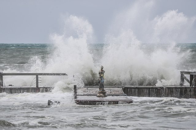 Waves hit the beach during bad weather in Ostia, Italy, 05 June 2020. (Photo by Emanuele Valeri/EPA/EFE)