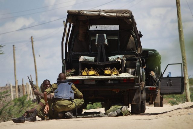 Kenyan soldiers take cover as shots are fired in front of Garissa University in Garissa town, located near the border with Somalia, some 370km northeast of the capital Nairobi, Kenya, 02 April 2015. (Photo by Daniel Irungu/EPA)