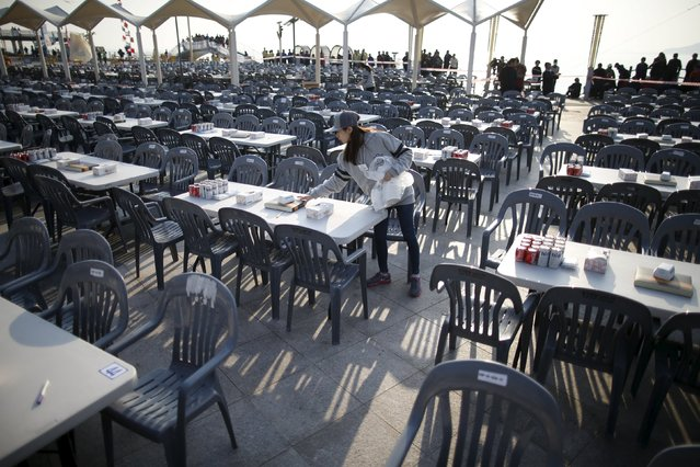 A South Korean employee sets up tables before an event organized by a Chinese company at a park in Incheon, South Korea, March 28, 2016. (Photo by Kim Hong-Ji/Reuters)
