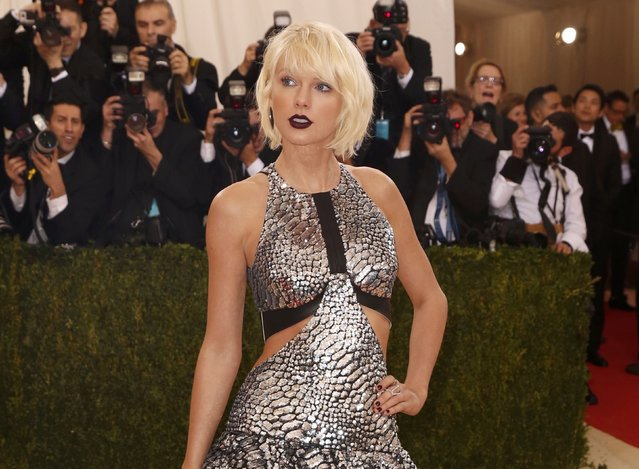 """Singer-Songwriter Taylor Swift arrives at the Metropolitan Museum of Art Costume Institute Gala (Met Gala) to celebrate the opening of """"Manus x Machina: Fashion in an Age of Technology"""" in the Manhattan borough of New York, May 2, 2016. (Photo by Lucas Jackson/Reuters)"""