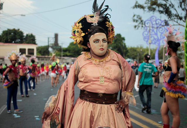 """A reveller performs during an annual carnival called """"Alegria por la Vida"""" (Joy for life) in Managua, Nicaragua May 7, 2016. (Photo by Oswaldo Rivas/Reuters)"""