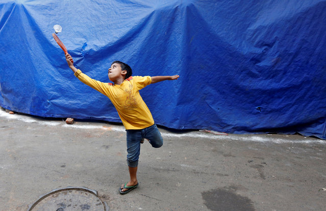 A young boy plays badminton in a slum area of Kolkata, India May 23, 2016. (Photo by Rupak De Chowdhuri/Reuters)