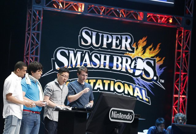 Players participate in a Nintendo Super Smash Bros. invitational tournament at the 2014 Electronic Entertainment Expo, known as E3, in Los Angeles, June 10, 2014.  REUTERS/Jonathan Alcorn