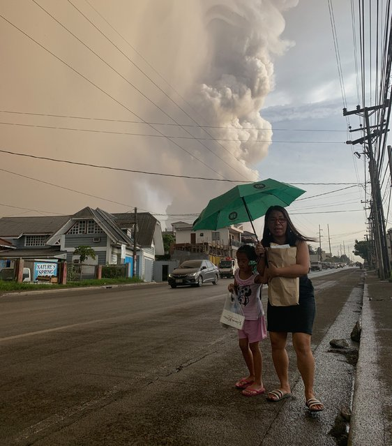 An ash column from erupting Taal Volcano looms over Tagaytay city, Philippines, 12 January 2020. According to media reports, evacuations are underway as the volcano spewed ash as high as 100 meters into the sky. (Photo by Francis R. Malasig/EPA/EFE)