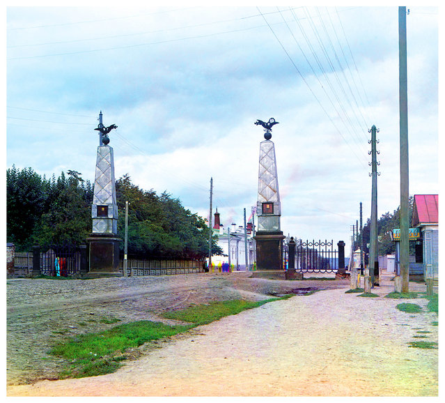 Photos by Sergey Prokudin-Gorsky. Staro-Sibirskaia Gate in the city of Perm. Russia, Perm Province, Perm, 1909