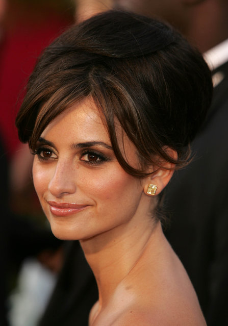 Actress Penelope Cruz arrives the 77th Annual Academy Awards at the Kodak Theater on February 27, 2005 in Hollywood, California. (Photo by Frank Micelotta/Getty Images)