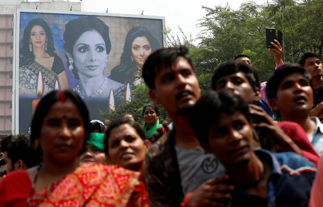 Fans of Bollywood actress Sridevi wait to offer their condolences outside a makeshift memorial in Mumbai, February 28, 2018. (Photo by Danish Siddiqui/Reuters)