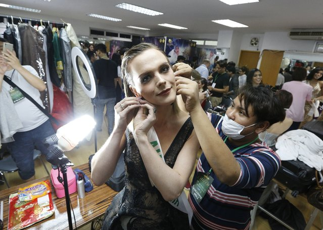 Contestant Jacqueline of Australia (C) prepares backstage during the annual transgender beauty contest of Miss International Queen 2018 at Pattaya city, in Chonburi province, Thailand, 09 March 2018. (Photo by Narong Sangnak/EPA/EFE)