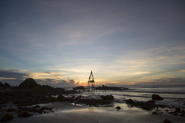 A crude oil tower is seen on the seashore in Kyaukpyu township, Rakhine state, Myanmar October 5, 2015. (Photo by Soe Zeya Tun/Reuters)