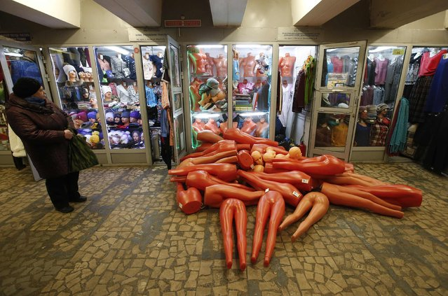Mannequins on the floor outside a shop in an underground passage in Moscow, December 17, 2014. (Photo by Maxim Zmeyev/Reuters)