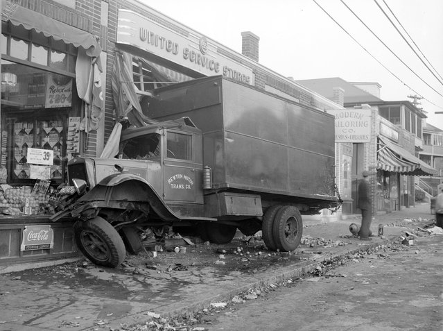 Truck accident, 1940s. (Photo by Leslie Jones)