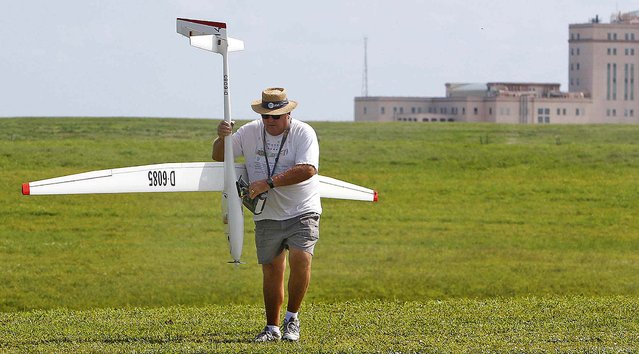 Lee Montgomery of Wellington carries his electric power glider. A small electric engine aids the glider, which has a wing span of five meters, to climb and and use the wind to extend flight time. (Photo by Bill Ingram/The Palm Beach Post)
