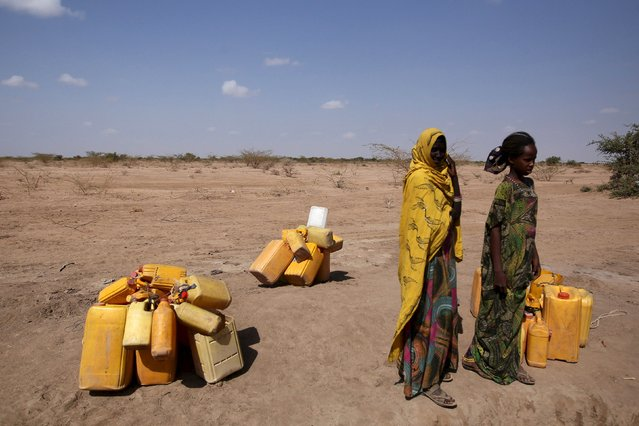 Woman wait to collect water in the drought stricken Somali region in Ethiopia, January 26, 2016. The drought relief effort in Ethiopia needs about $500 million to fund programmes beyond the end of April to support 10.2 million people facing critical food shortages this year, the U.N. World Food Programme said on Thursday. (Photo by Tiksa Negeri/Reuters)