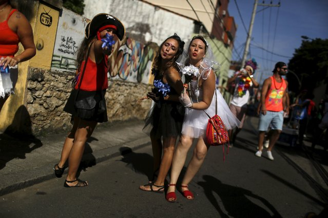 """Revellers take part in an annual block party known as """"Ceu na Terra"""" (Heaven on Earth), one of the many carnival parties to take place in the neighbourhoods of Rio de Janeiro, January 30, 2016. (Photo by Pilar Olivares/Reuters)"""