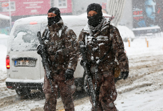 Members of police special forces patrol at the main shopping and pedestrian street of Istiklal during a snowfall in central Istanbul, Turkey January 9, 2017. (Photo by Murad Sezer/Reuters)