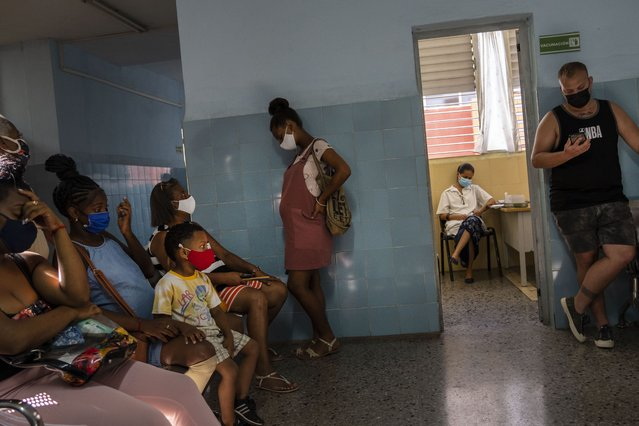 A pregnant woman waits to get a shot of the Cuban Abdala vaccine for COVID-19 at a clinic during the new coronavirus pandemic in Havana, Cuba, Thursday, August 5, 2021. (Photo by Ramon Espinosa/AP Photo)