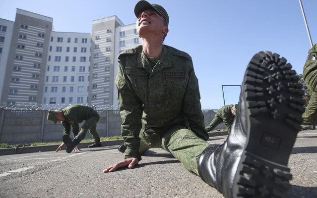 An open training session of the Belarus Defence Ministry Drill Platoon in preparation for a Victory Day Parade commemorating the 74th anniversary of the Soviet Union's victory in the Great Patriotic War in Minsk, Belarus on April 30, 2019. (Photo by Natalia Fedosenko/TASS)