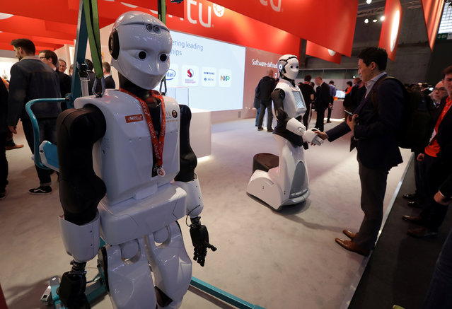 A robot greets visitors during Mobile World Congress in Barcelona, Spain, February 28, 2017. (Photo by Eric Gaillard/Reuters)