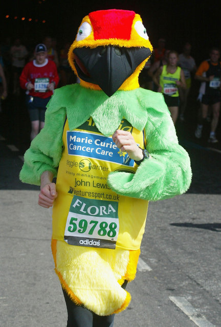 A fancy dress runner during the Flora London Marathon in London, England on April 13, 2003. (Photo by Mike Hewitt/Getty Images)