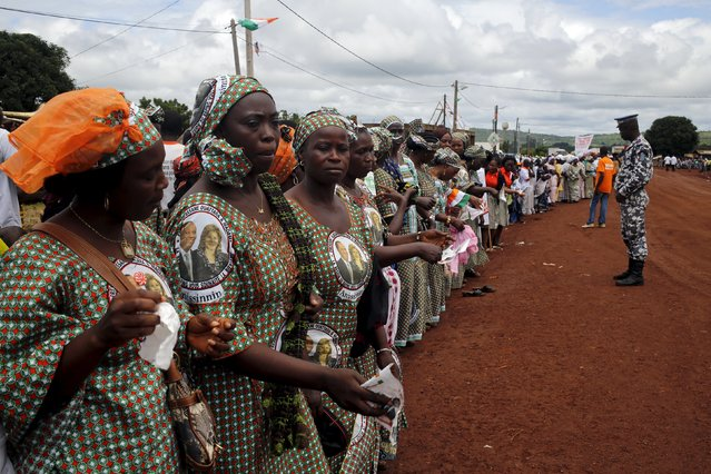 Women wait for the arrival of Ivory Coast's President Alassane Ouattara as he makes his state visit at the Ouaninou village, in Touba, in northwestern Ivory Coast July 22, 2015. (Photo by Luc Gnago/Reuters)