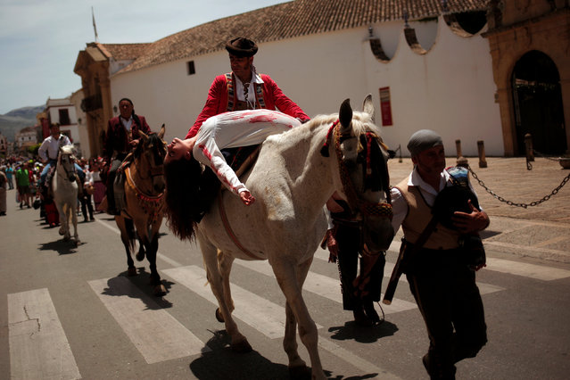 """People, dressed as bandits, perform during the fifth edition of """"Ronda Romantica"""" (Romantic Ronda) in Ronda, southern Spain, May 27, 2017. (Photo by Jon Nazca/Reuters)"""