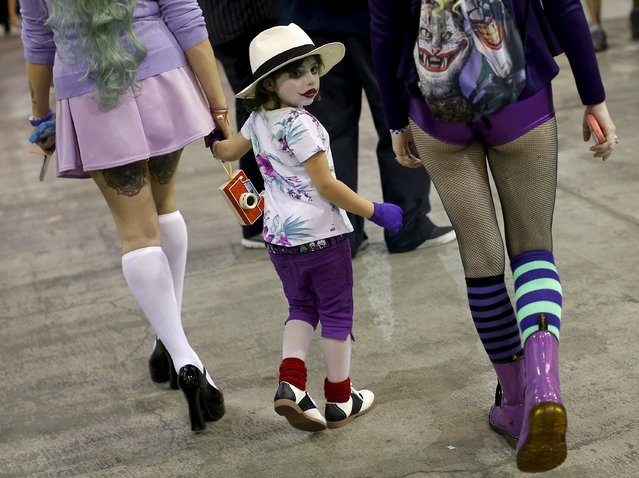 Attendees at Wizard World Comic Con walk through hallways in Chicago, Illinois, United States, August 22, 2015. (Photo by Jim Young/Reuters)