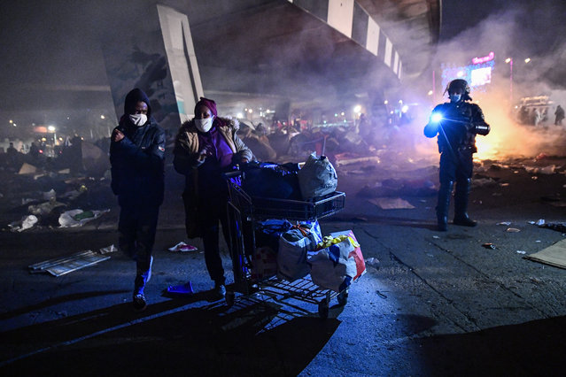 New evacuation of the migrant camp takes place at the gate of Paris, near Saint Denis (Seine saint denis 93) at dawn on November 17, 2020. Several thousand refugees were sheltered by bus, by the Paris police prefecture. (Photo by Julien Mattia/Anadolu Agency via Getty Images)