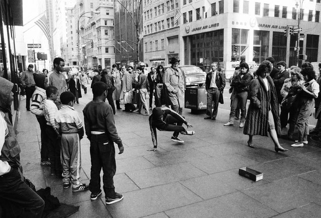 Break dancing kids perform along Fifth Avenue across and 52nd Street near St. Patrick's Cathedral in New York City on March 20, 1984. (Photo by Mario Cabrera/AP Photo)