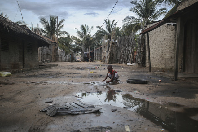 A child plays in one of the alleys of the port of Paquitequete near Pemba on March 29, 2021. Sailing boats are expected to arrive with people displaced from the coasts of Palma and Afungi after suffering attacks by armed groups since last March 24. Dozens of people were killed in coordinated jihadist attacks in northern Mozambique's Palma town, the government said on Sunday, four days after the raid was launched and forced the evacuation of thousands of survivors to safety in the provincial capital Pemba. (Photo by Alfredo Zuniga/AFP Photo)
