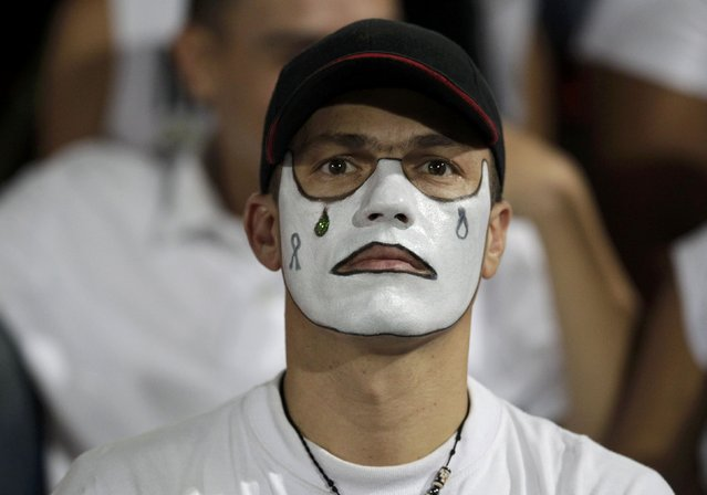 A fan of Atletico Nacional soccer club wears face paint while paying tribute to the players of Brazilian club Chapecoense killed in the recent airplane crash, in Medellin, Colombia, September 30, 2016. (Photo by Jaime Saldarriaga/Reuters)