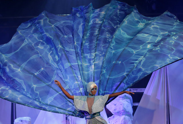"""TRINIDAD AND TOBAGO: A model presents a costume from the Carnival 2017 collection """"At the helm"""" by K2K Alliance & Partners during an event in Port-of-Spain, Trinidad and Tobago, September 16, 2016. (Photo by Andrea De Silva/Reuters)"""