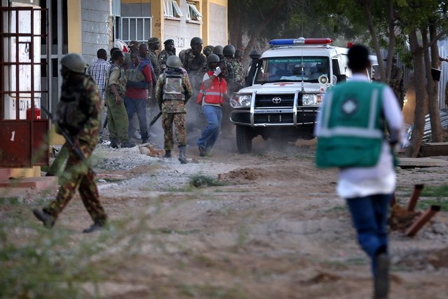 Kenyan soldiers and ambulance workers run as they prepare to evacuate students who were rescued out of the building at Garissa University in Garissa town, located near the border with Somalia, some 370 km northeast of the capital Nairobi, Kenya, 02 April 2015. (Photo by Dai Kurokawa/EPA)
