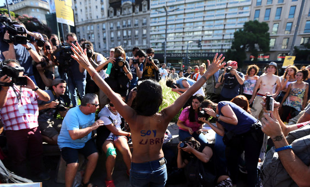 """A woman poses topless with the words """"I am free"""" written on her back during a protest in response to a recent incident on an Argentine resort beach between police and topless sunbathers, in downtown Buenos Aires, Argentina, February 7, 2017. (Photo by Marcos Brindicci/Reuters)"""