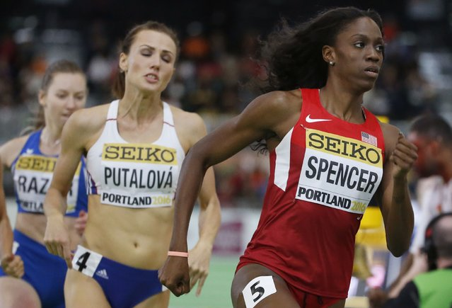 Ashley Spencer of the U.S. runs ahead of the field in the semi-final of the women's 400 meters during the IAAF World Indoor Athletics Championships in Portland, Oregon March 18, 2016. (Photo by Lucy Nicholson/Reuters)