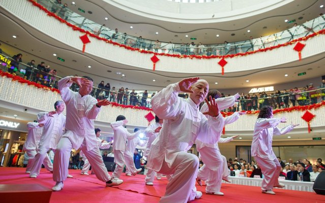 People perform a tai chi routine at a department store in Zhengzhou, Henan province, China, January 19, 2019. (Photo by Thomas Peter/Reuters)