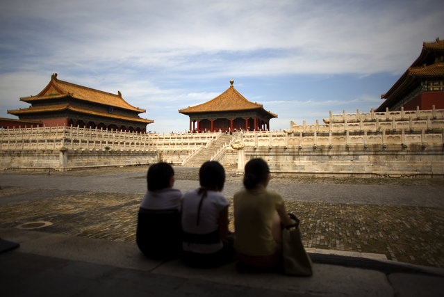 Imperial Palaces: Tourists inside the Forbidden City in Beijing August 23, 2008. (Photo by Kevin Coombs/Reuters)