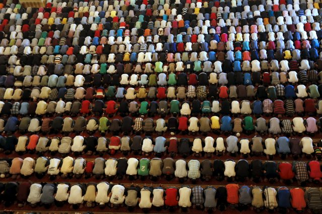 Muslim men pray inside a mosque during the last Friday prayer of the holy month of Ramadan inside a mosque in Beirut, Lebanon, July 10, 2015. (Photo by Mohamed Azakir/Reuters)